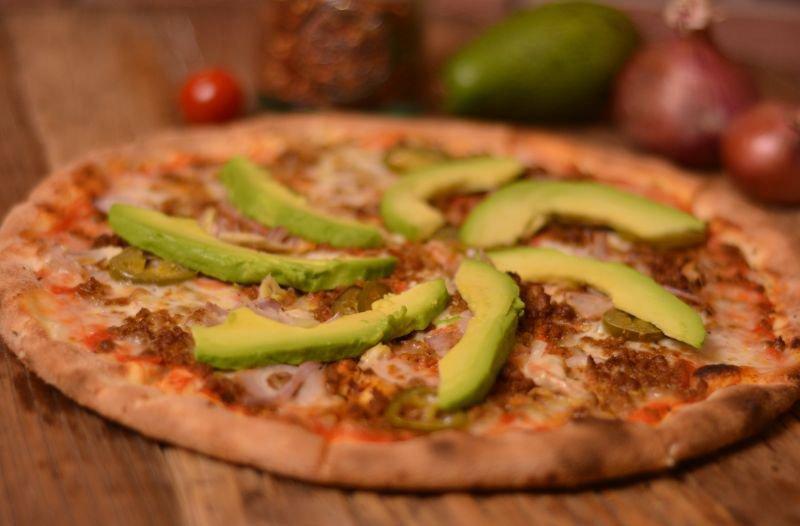 תוצאת תמונה עבור mexicali pizza the best cauliflower pizza crust, according to a nutritionist The Best Cauliflower Pizza Crust, According to a Nutritionist 139862 e1491822120596